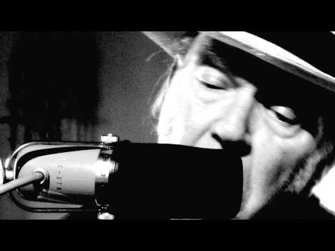 Neil Young - Love And War