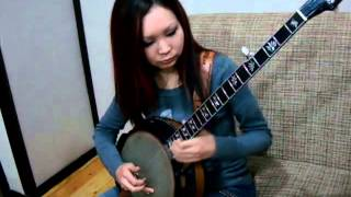 "Janna plays Uzbek traditional tune ""Andijan Polka"" on American banjo!"