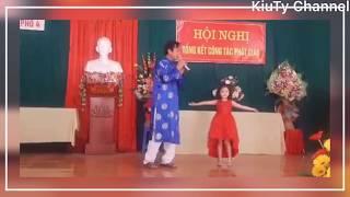 Chân Quê - Ông hát bé múa siêu khớp @@