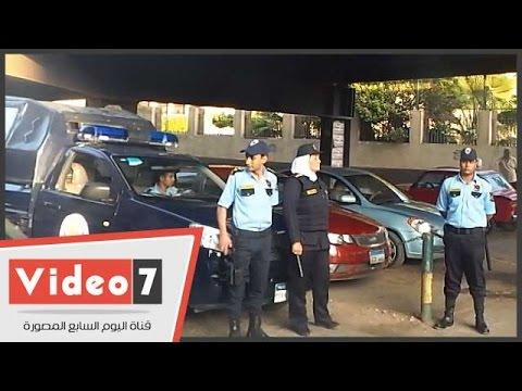 بالفيديو..الشرطة النسائية بالكلابشات والعصا الكهربائية أمام كلية رمسيس للبنات