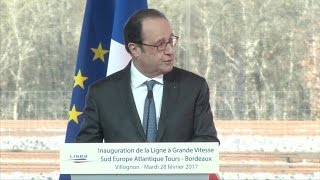 Two hurt in French police gun accident at Hollande event