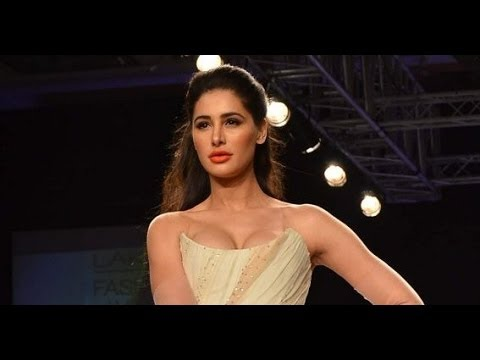 Busty Nargis Fakhri Sizzles The Ramp At Lakme Fashion Week