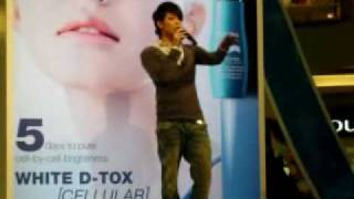 Rynn 林宇中 at Biotherm, Mid Valley, on 210309, singing medley of 瓶盖, 空秋千and 靠岸