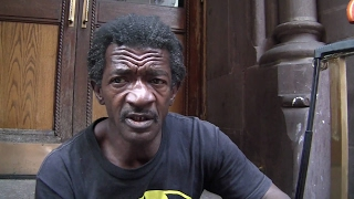 Video: Gerald, New York, homeless Vietnam vetern, strong morals, maintains good hygiene in Starbucks toilets - Invisible People