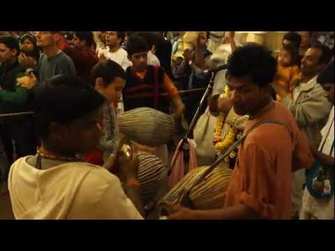 Vrindavan Sandhya Or Gaura Arati (evening Time) At The Krishna Balaram Temple In Vrindavan. video