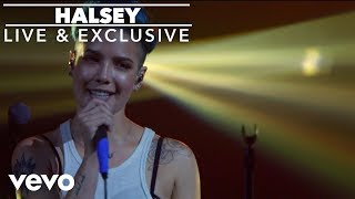 Клип Halsey - Hold Me Down (live)