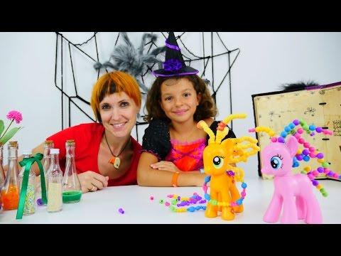 Маленькая ведьмочка Кати - Игрушки Литл Пони делают прическу