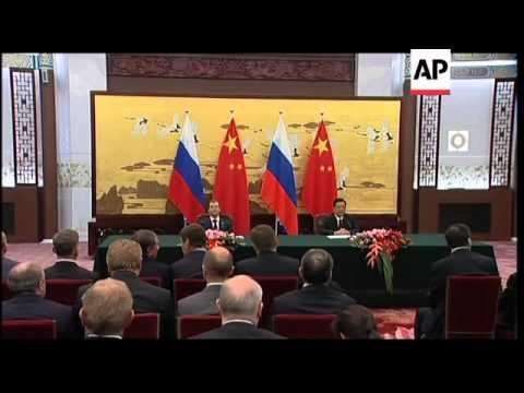 WRAP Dmitry Medvedev welcomed by Hu Jintao, meeting