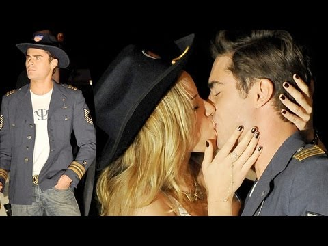 Zac Efron Kisses Former Nickelodeon Star in 'Townies'
