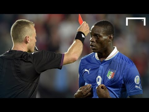 Balotelli sent off - 2 yellow cards in 4 minutes