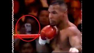Video muestra un viajero del tiempo usando un teléfono con cámara del siglo XXI durante un combate d