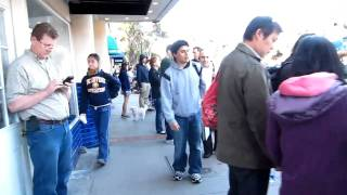 Waiting in line at Los Gatos Apple Store