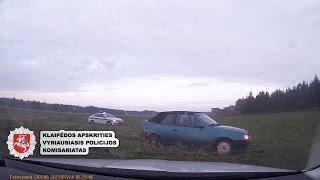 """Kelių policija Plungės r. laukais vaikėsi neblaivų """"Opel Kadett"""" vairuotoją"""