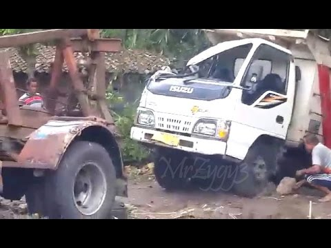 Dump Truck Isuzu ELF HD Crash Being Towed By Mercedes Benz 911