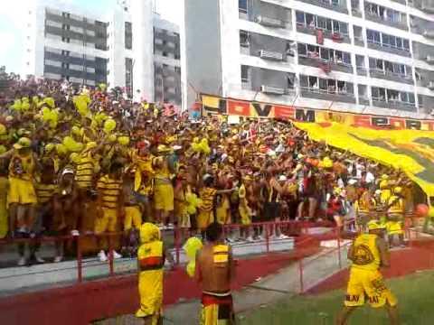 Nautico 0 x0 Sport entrada do time e bandeirão.mp4