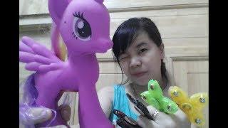 Giá đồ chơi pony có nhạc, con quay sắt, con quay hổ, lửa, đầu lâu, ngôi sao