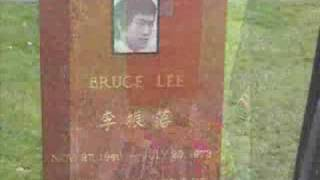 The Italian Team visita Bruce Lee Grave