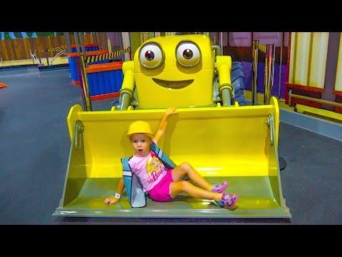 Паровозик Томас и Боб Строитель помогают Насте найти Скай Щенячий Патруль Kids indoor playground