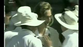 1st test wicket for Daniel Vettori, 18 years old.