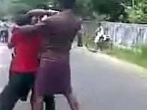 Kerala Street Fight Getting Nicely Thrashed video