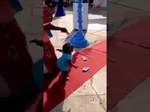 رقص خرافي  لبنت افريقية لا يفوتك اااااا thumbnail