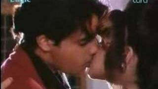 Pooja Bhat & rahul hottest Smootch Video