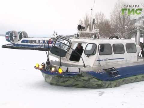 с левого берега на правый переправить на лодке