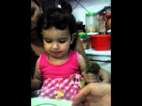Ariela Comendo Brócolis video