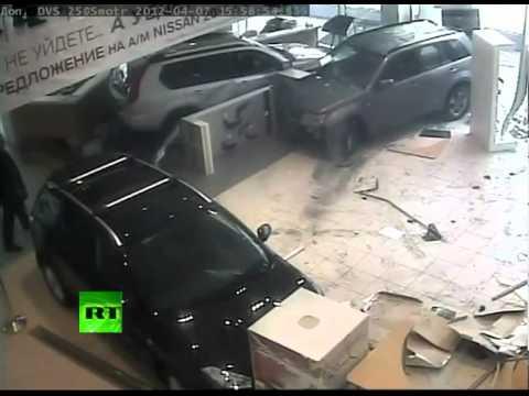 Total Breakdown: Raging gynecologist trashes car shop (CCTV). Full story ...