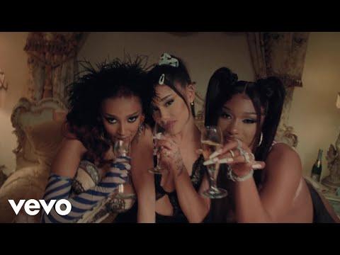 Download Lagu Ariana Grande - 34+35 (Remix) ft. Doja Cat, Megan Thee Stallion.mp3