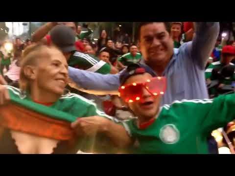 Abuelita  de Memo Ochoa celebra triunfo de México con Chichis pa' la banda.