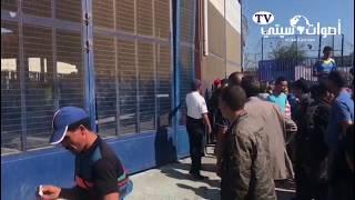 المغاربة يرشقون الشرطة الإسبانية بالحجارة