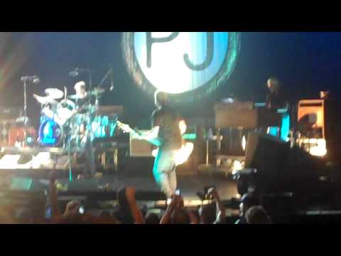 27 - Alive with Jerry Cantrell - Pearl Jam live at Gibson Amp LA 10-06-2009