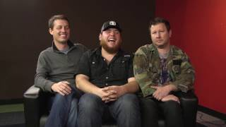 Download Lagu Tiny Couch Interview with Luke Combs Gratis STAFABAND