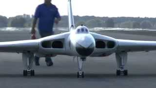GIANT SCALE RC AVRO VULCAN (FILMED BY AerialVue.co.uk): ELVINGTON LMA MODEL SHOW 2014