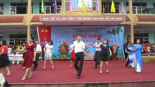 Giáo Viên Trường THPT Mê Linh nhảy vũ điệu CHA CHA CHA ngày bế giảng