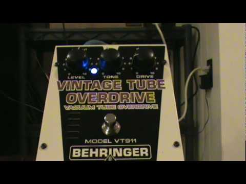 Behringer VT911 Vintage Tube Overdrive -with strat