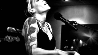 Watch Beth Hart Am I The One video