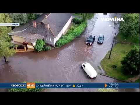 У Луцьку вирувала страшенна злива з градом