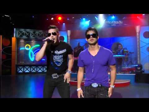 Rkm And Ken-y - Mi Corazon Esta Muerto En Vivo Por Mega Tv [live] video