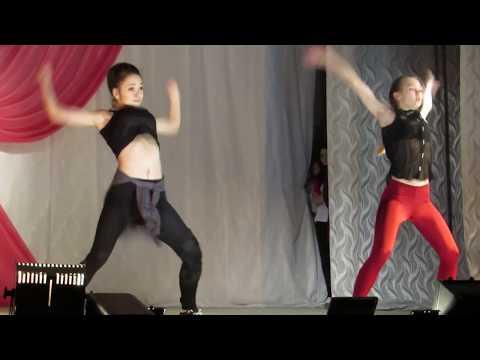 Уличные танцы - Лысьва. Две подруги танцуют