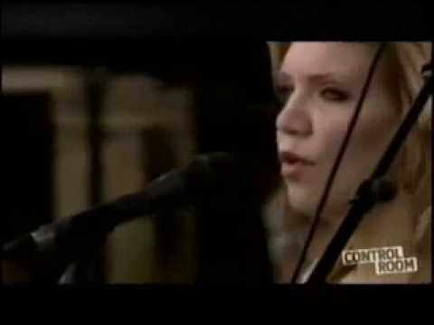 Alison Krauss and Union Station - Away Down the River [Live]