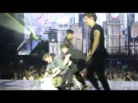 One Way Or Another - One Direction Barcelona (22 05 13) video