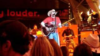 Watch Jason Aldean I Break Everything I Touch video