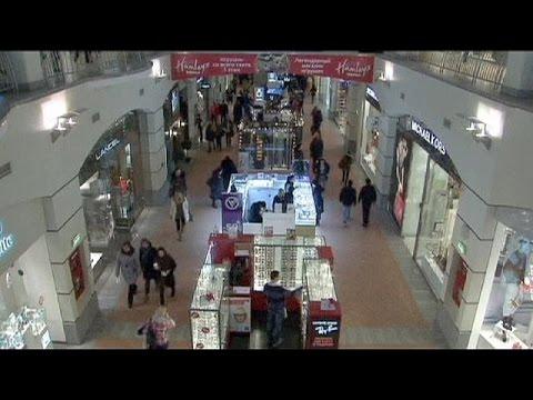 اقبال الروس على التسوق رغم تراجع العملة المحلية