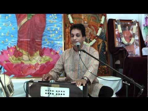 Hanuman Bhajan - Chale Hanuman Yaha Aaye by Pundit Munelal Maharaj...