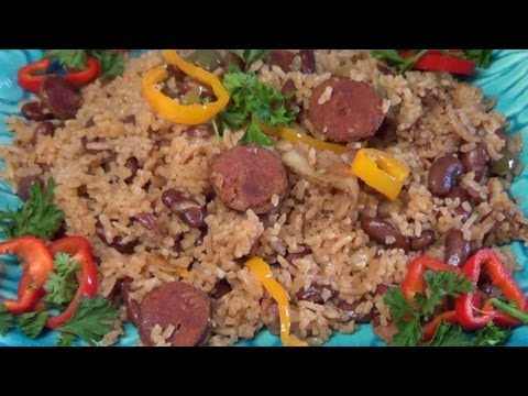 Moors and Christians – We present a very popular dish of brown beans and rice.