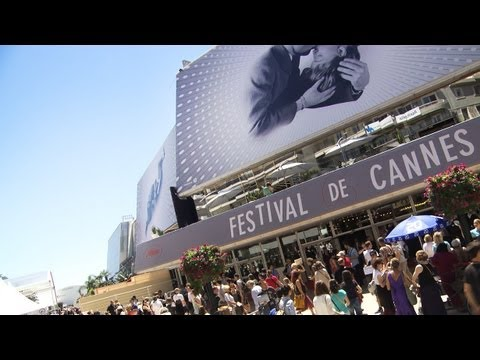 The Cannes Film Festival 2013 is the gathering of the international Jet Set. Mercedes-Benz Reporter Amanda mingles with the guests of the amfAR Gala and talks to VIPs like Milla Jovovich and Sharon Stone.