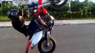 Andy Wheelie se crf450 beausejour