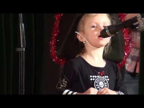 Мария Ауц (2.5 года) - Мы бравые пираты, идем на абордаж!